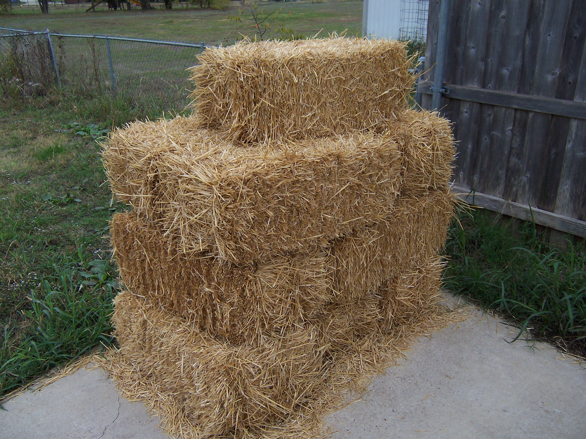straw mulch i grow vegetables